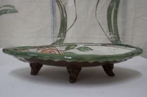 Rosor på keramikfat signerat Maria Ekberg