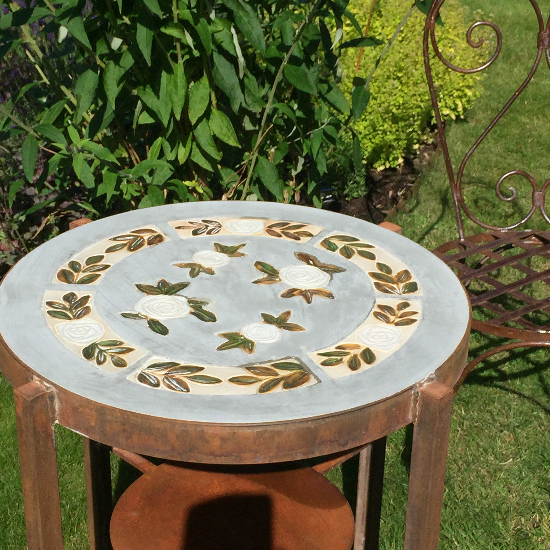 Bord i keramik, betong och rostigtjärn   maria ekberg keramik